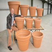 600 followers 🎉 thank you one and all ! Here is a picture of Eric (founder) and his beloved collection of new giant terracotta pots 😍 #pottyforpots #potman #bossman #lemonfield #pottery #containerplanting #pots #planting #garden #gardening #irishgardendesign #landscapes #exteriordesign #autumn #october