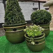 Our Sharat planters beautifully planted by @goatsouthlodge . . . . #friday #spring #planting #gardening #gardenplanters #gardencontainers #containerplanting #irishgarden #landscape #extensions #exteriordesign #exterior #pots #pottery #potplants #flowers #bux #stpatricksday #green